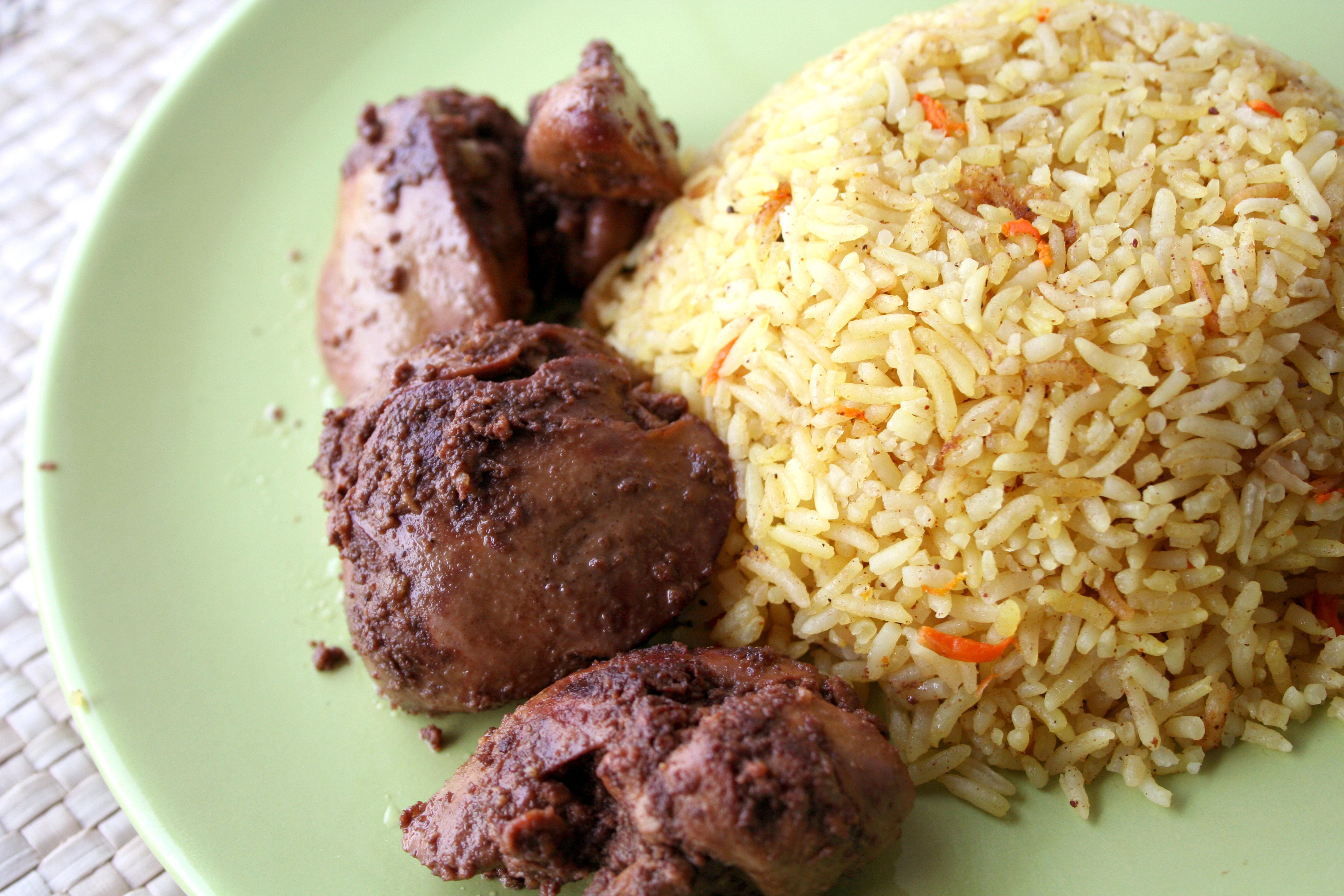 الأرز مع الكبد وفيروز تفاح